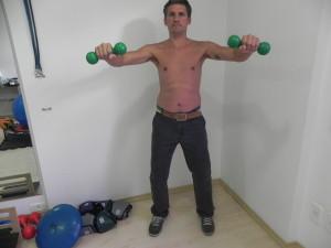Com peso de 250 mg a 500 mg abra os braços ate altura do ombro  2 a 3 repetições de 10